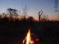 Lagerfeuer-Namibia-Kalahari-Wueste